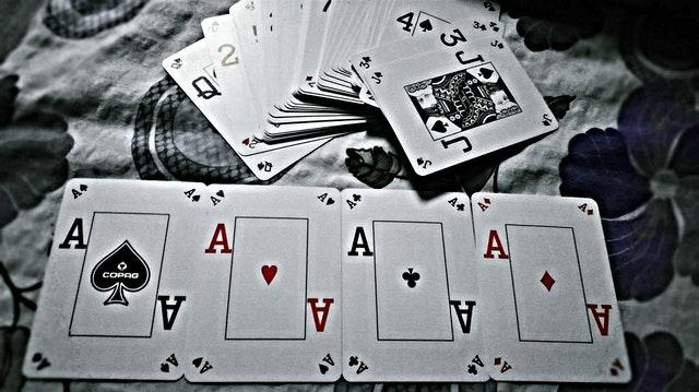 Les combinaisons au poker : la liste à retenir